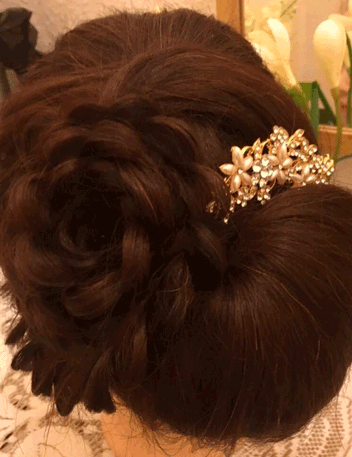 Bridal hairdo with accessory